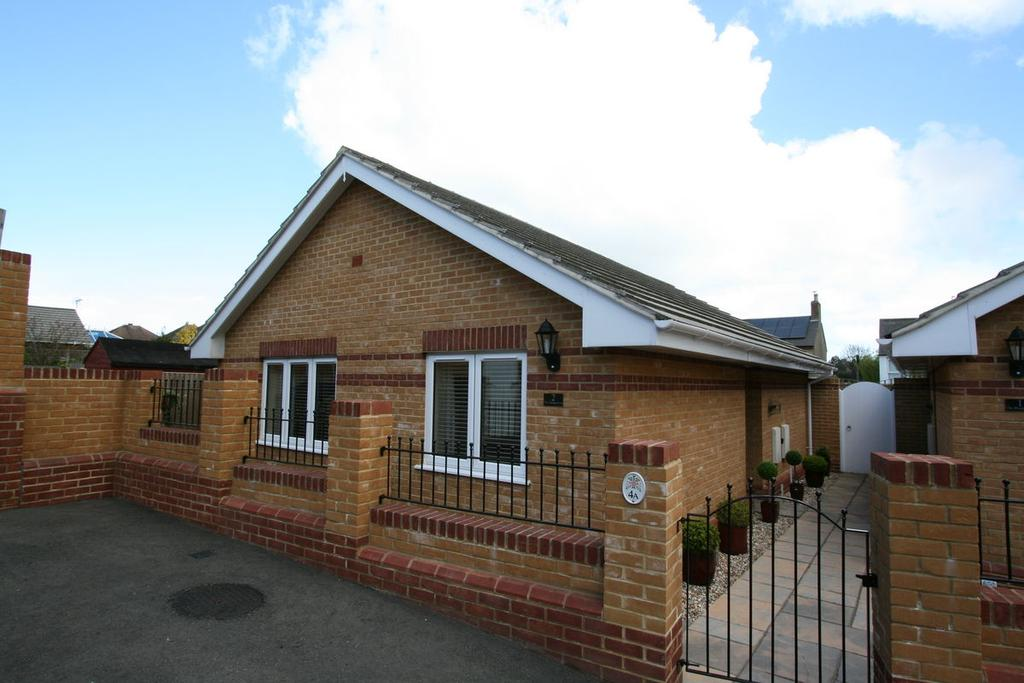 2 Bedrooms Bungalow for sale in Station Drive, Walmer