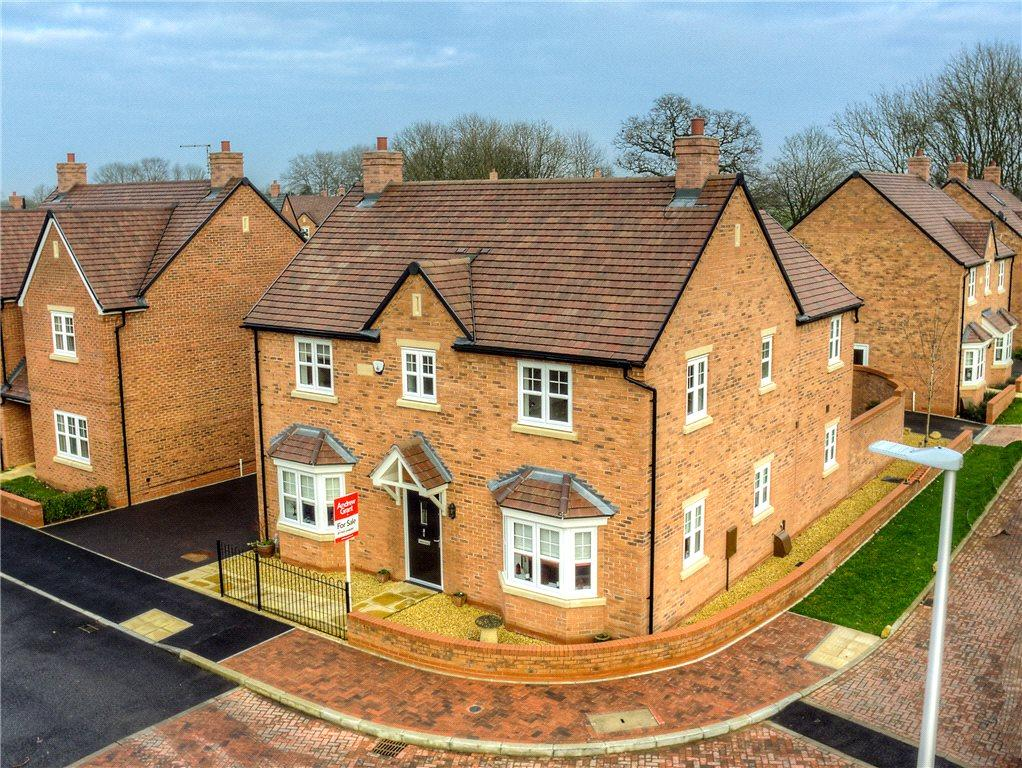 4 Bedrooms Detached House for sale in Camberley Way, Meon Vale, Stratford-upon-Avon, Warwickshire, CV37