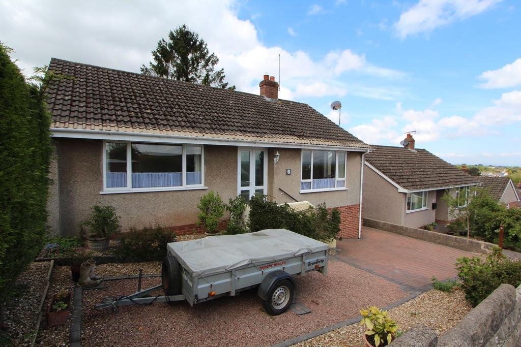 2 Bedrooms Detached Bungalow for sale in Great elevated location in Banwell