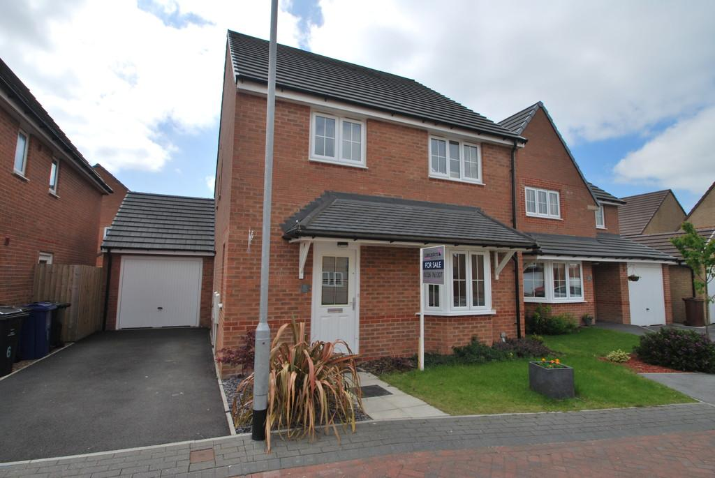 4 Bedrooms Detached House for sale in Mossley Place, Penistone, Sheffield