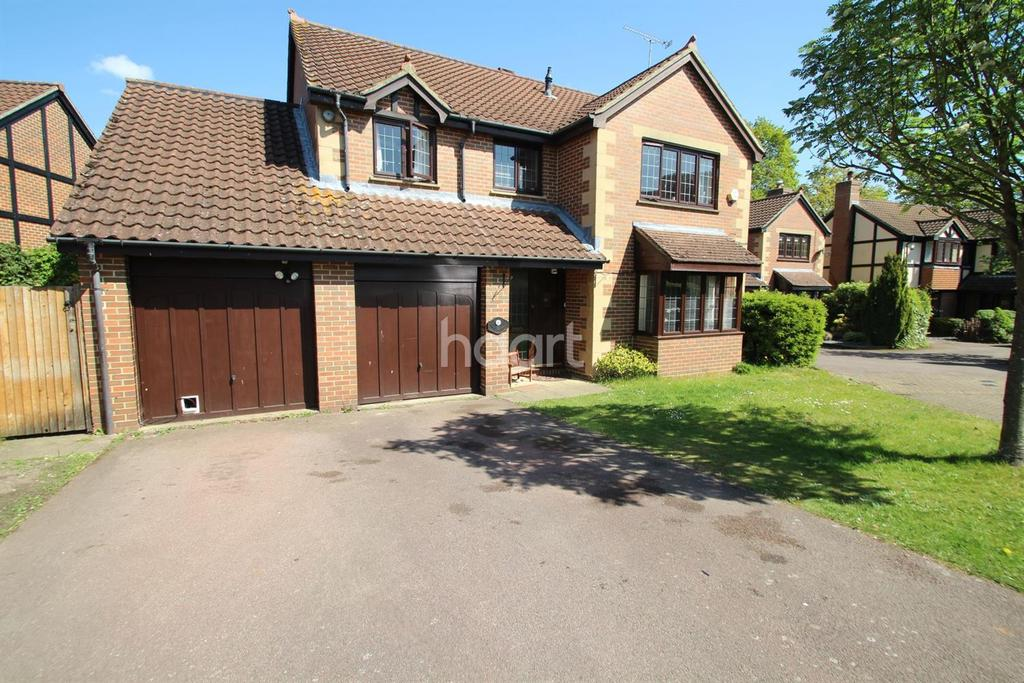 4 Bedrooms Detached House for sale in Fleet