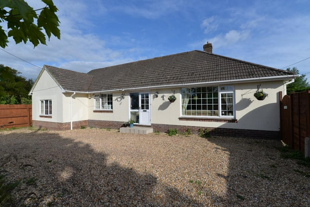 3 Bedrooms Detached Bungalow for sale in Sky End Lane, Hordle