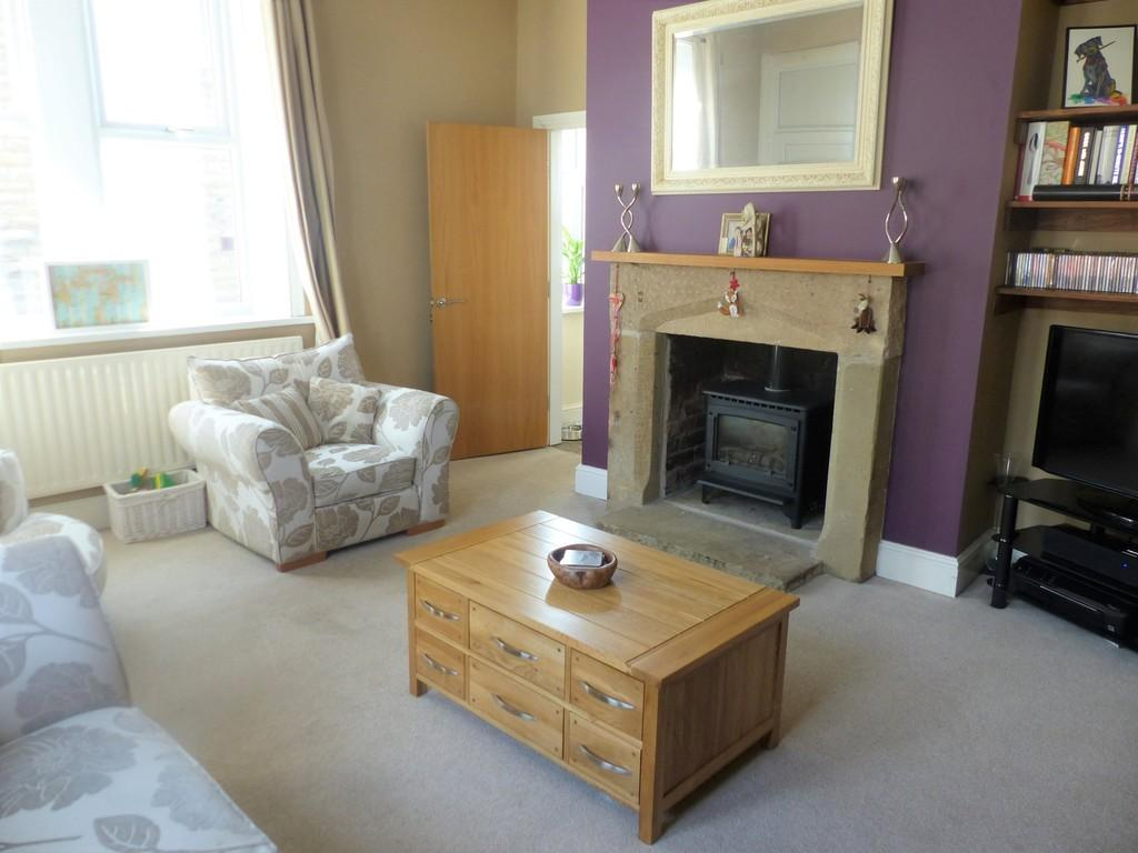 3 Bedrooms End Of Terrace House for sale in Keighley Road, Silsden