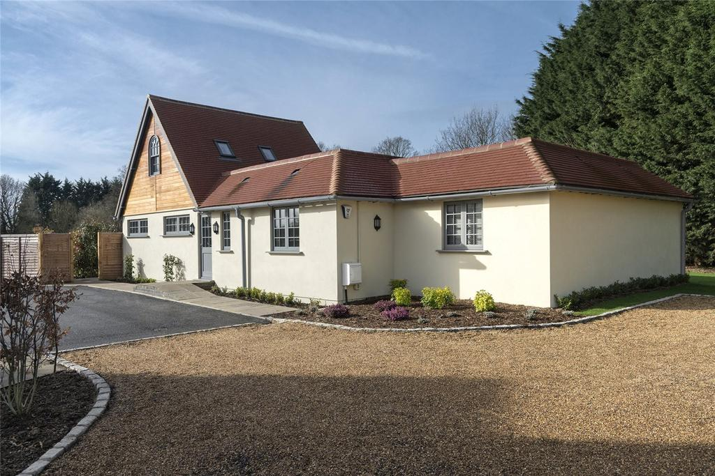 4 Bedrooms Detached House for sale in Sturt Green, Holyport, Maidenhead, Berkshire