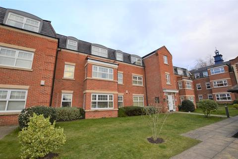 2 bedroom ground floor flat - Kings Road, Woking