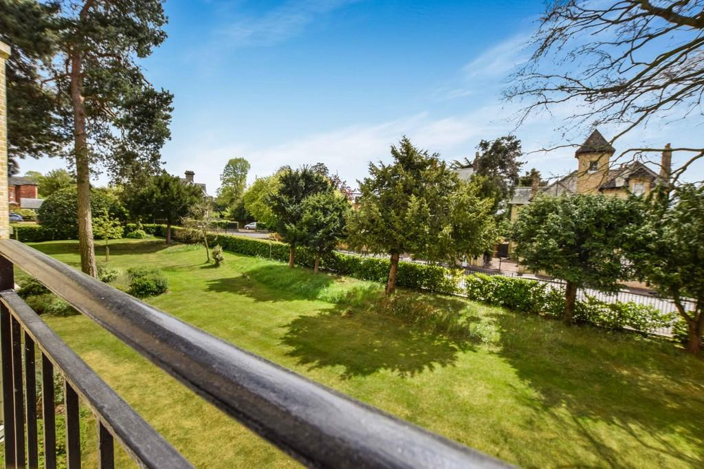 2 Bedrooms Apartment Flat for sale in Handford Place, Colchester, CO3 3NY