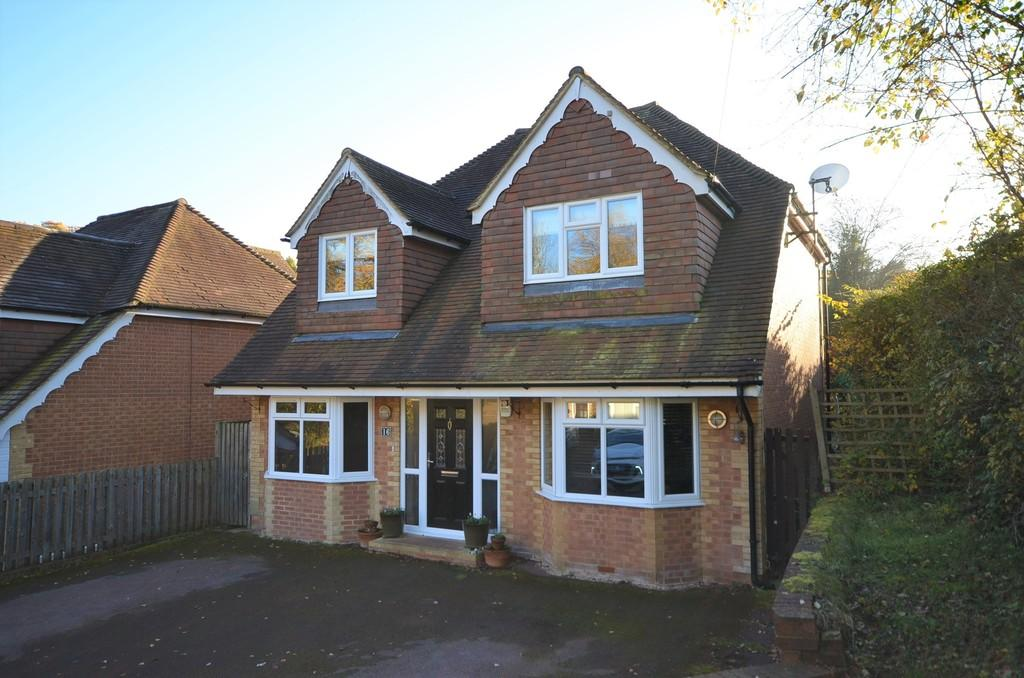 4 Bedrooms Detached House for sale in Thorn Road, Boundstone