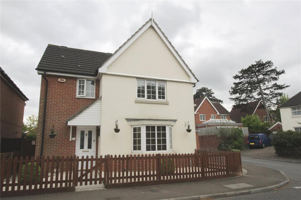 3 Bedrooms Detached House for sale in Basildon Road, Laindon, Essex, SS15