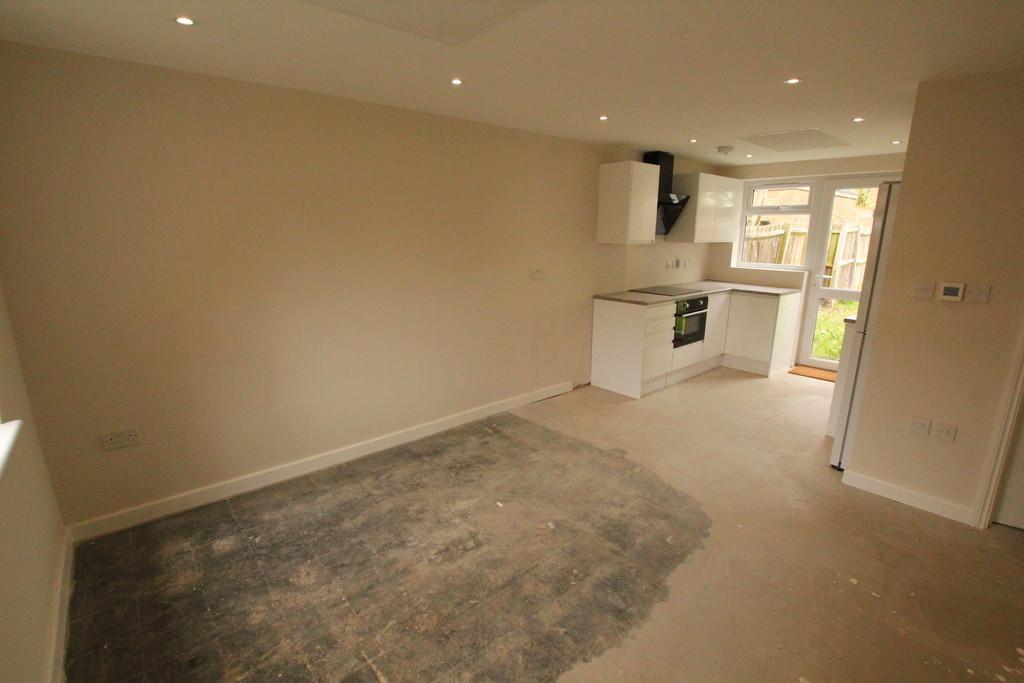 2 Bedrooms Ground Maisonette Flat for sale in Chester Road, Stevenage