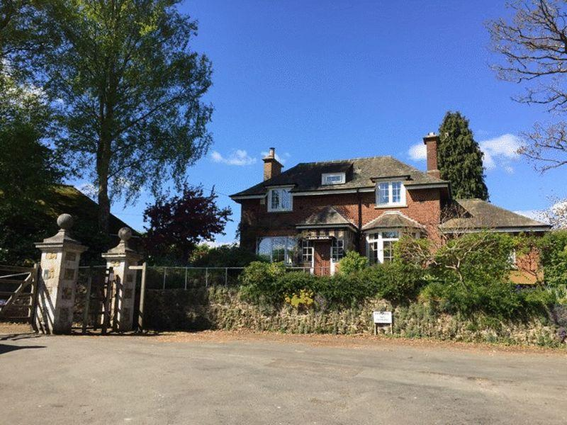 3 Bedrooms Detached House for sale in Ivy Mill Lane, Godstone