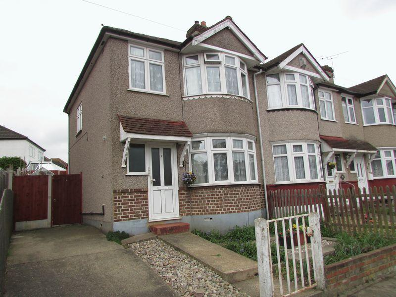 3 Bedrooms Semi Detached House for sale in Cumberland Drive, Dartford