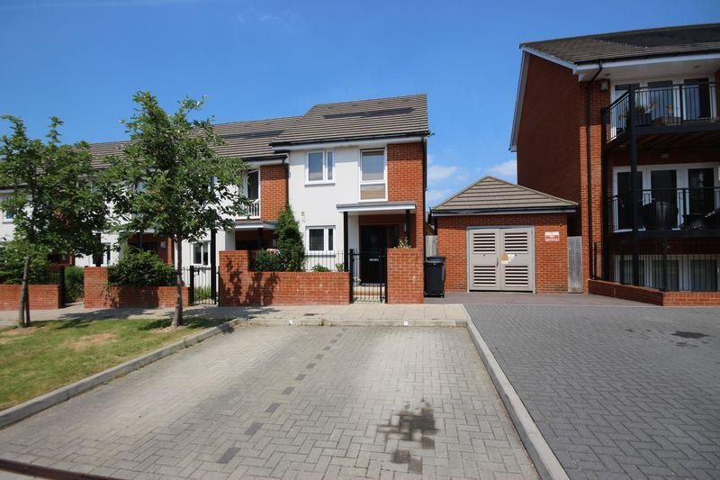 2 Bedrooms End Of Terrace House for sale in Lexington Drive, Haywards Heath