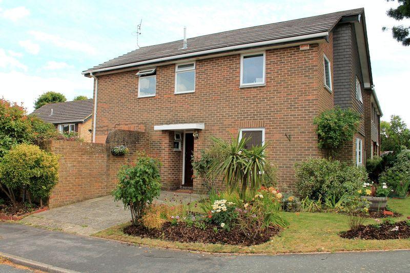 4 Bedrooms Detached House for sale in Silver Lane, Billingshurst