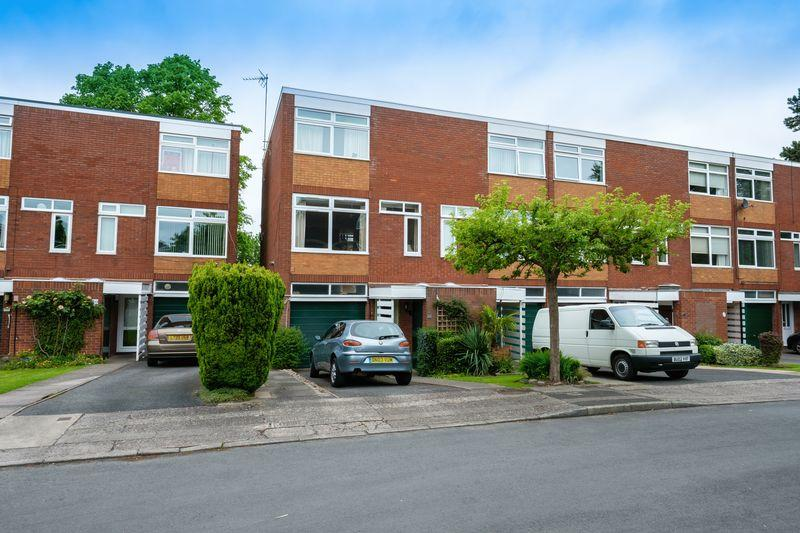 3 Bedrooms Terraced House for sale in Abbots Way, Finchfield, Wolverhampton