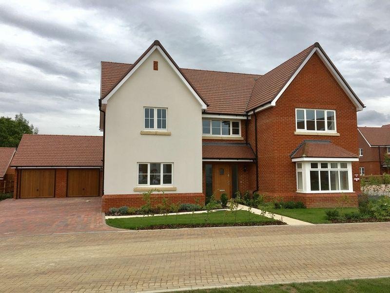 5 Bedrooms Detached House for sale in The Woodley, Langland Place, Roydon, Essex