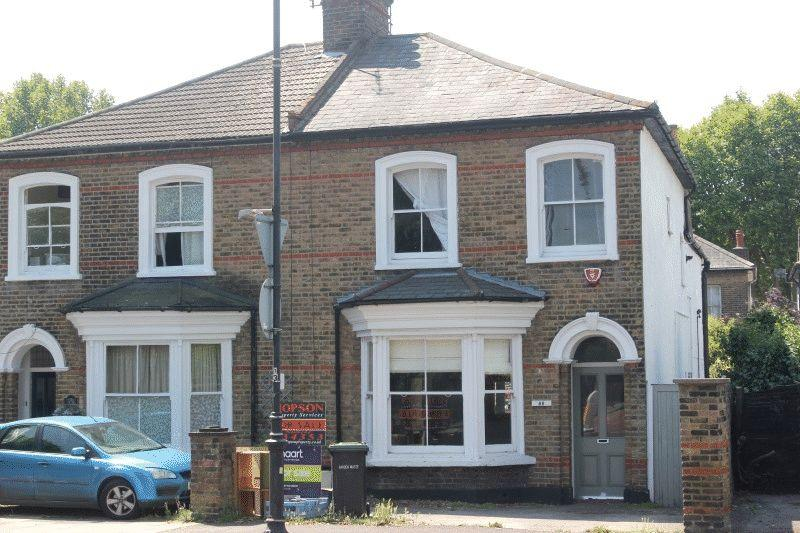 4 Bedrooms Semi Detached House for sale in Cambridge Road, Southend-on-Sea