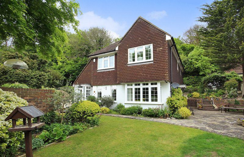 4 Bedrooms Detached House for sale in Ballards Farm Road, Croydon
