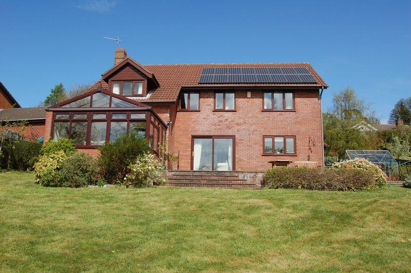 5 Bedrooms Detached House for sale in Devauden, Chepstow