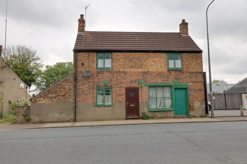 3 Bedrooms Cottage House for sale in Old Crosby, Scunthorpe