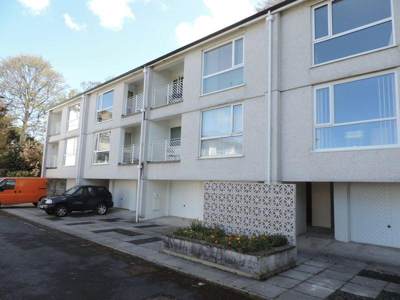 2 Bedrooms Apartment Flat for sale in Elm Court, Truro