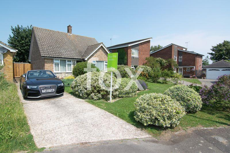 2 Bedrooms Detached Bungalow for sale in Moons Close, Rochford