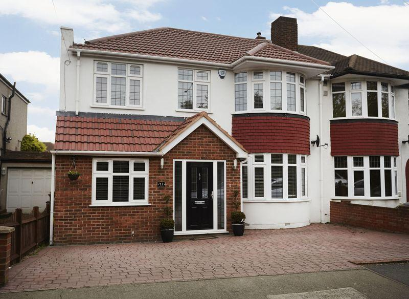 4 Bedrooms Semi Detached House for sale in Wincrofts Drive, Falconwood SE9