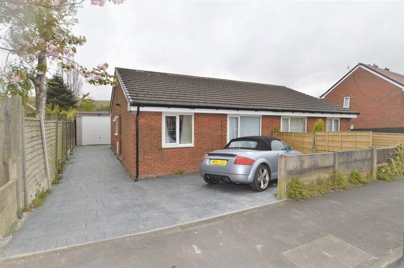 2 Bedrooms Bungalow for sale in Drake Road, Littleborough