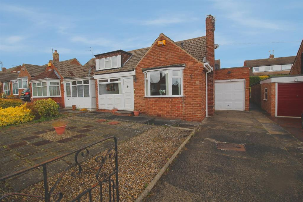 2 Bedrooms Semi Detached Bungalow for sale in Ross Way, Red House Farm, Newcastle Upon Tyne
