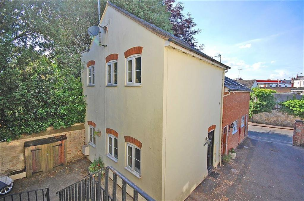 2 Bedrooms Semi Detached House for sale in Charlton Lawn, Cudnall Street, Charlton Kings, Cheltenham, GL53