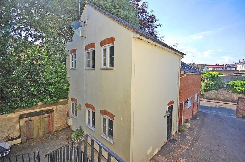 2 Bedrooms Semi Detached House for sale in Charlton Lawn, Cudnall Street, Charlton Kings, Cheltenham, GL53