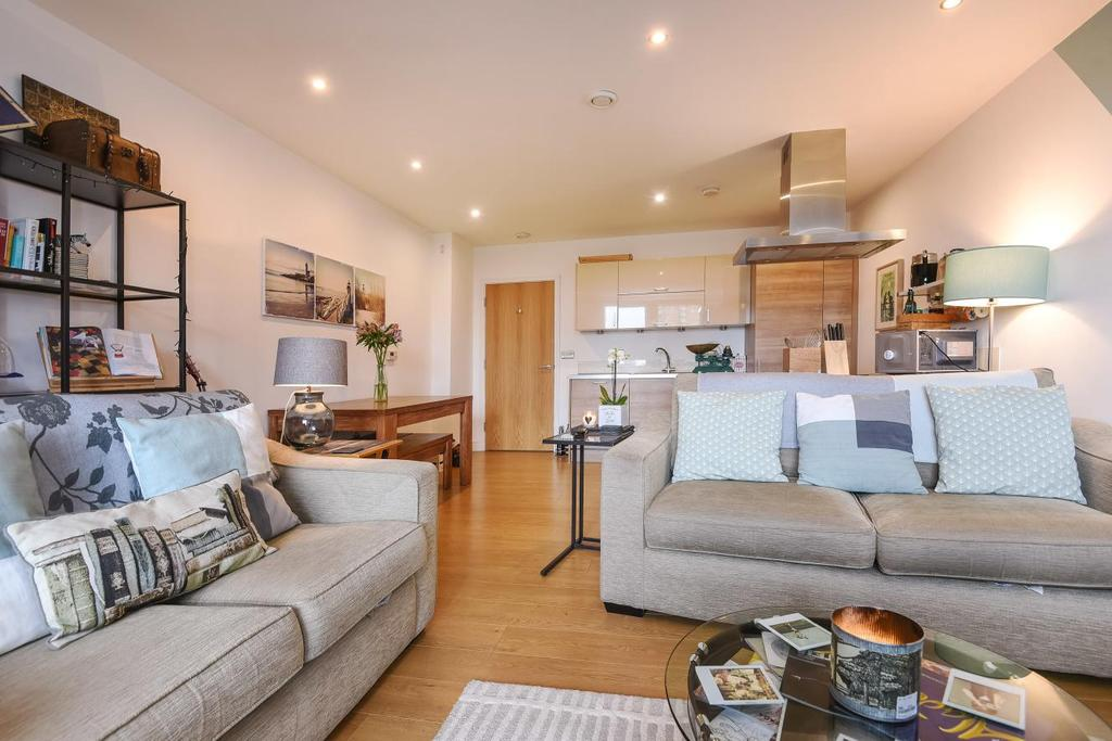 2 Bedrooms Flat for sale in Silwood Street, Bermondsey, SE16
