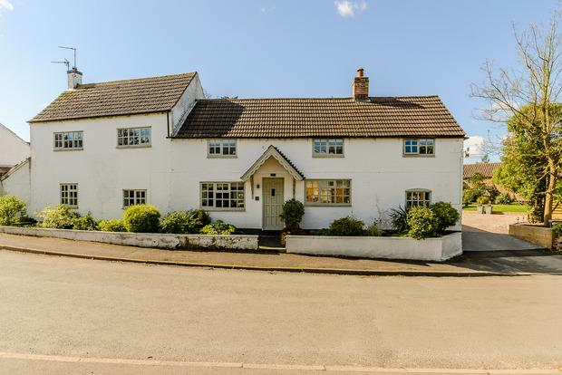 4 Bedrooms Cottage House for sale in Fieldrose Cottage, Willoughby on the Wolds, Loughborough, LE12