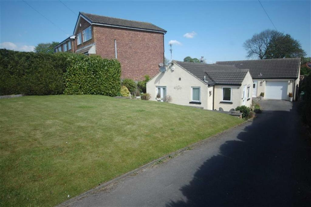 3 Bedrooms Detached Bungalow for sale in Savile Place, Mirfield, WF14