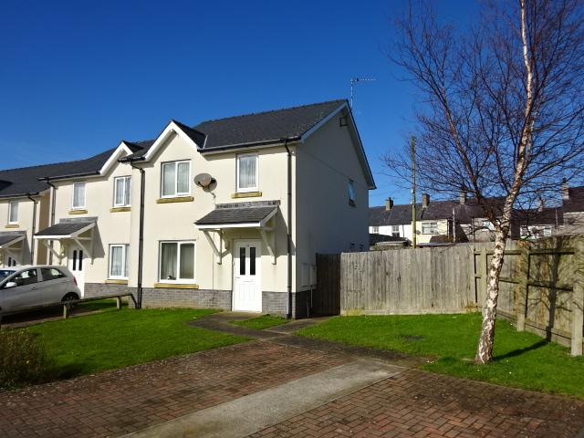 3 Bedrooms Semi Detached House for sale in BRYN Y GELLI, BRYNSIENCYN LL61