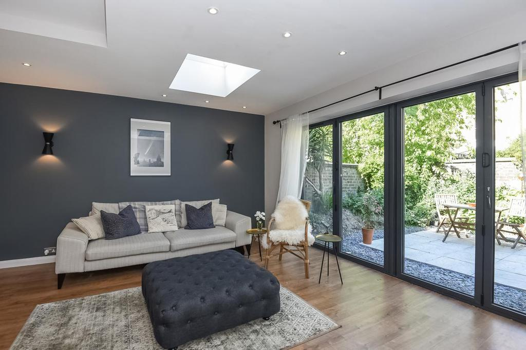2 Bedrooms Flat for sale in Tooting Bec Road, Tooting, SW17