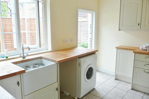 4 bedroom terraced house to rent - Dixon Avenue, Chelmsford, Essex, CM1 2AQ