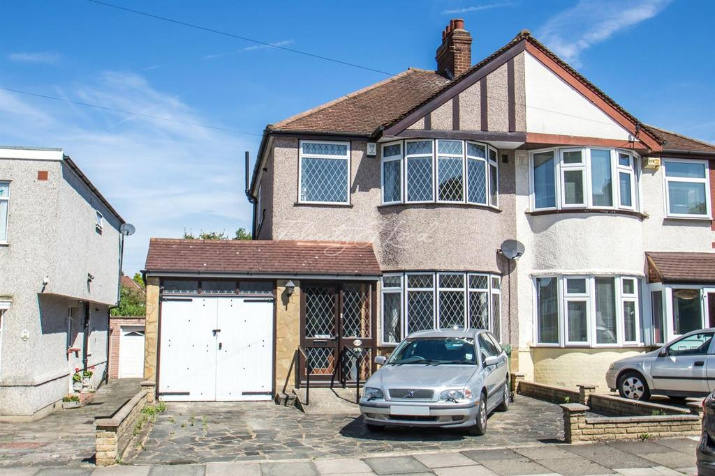 3 Bedrooms Semi Detached House for sale in Mayday Gardens SE3
