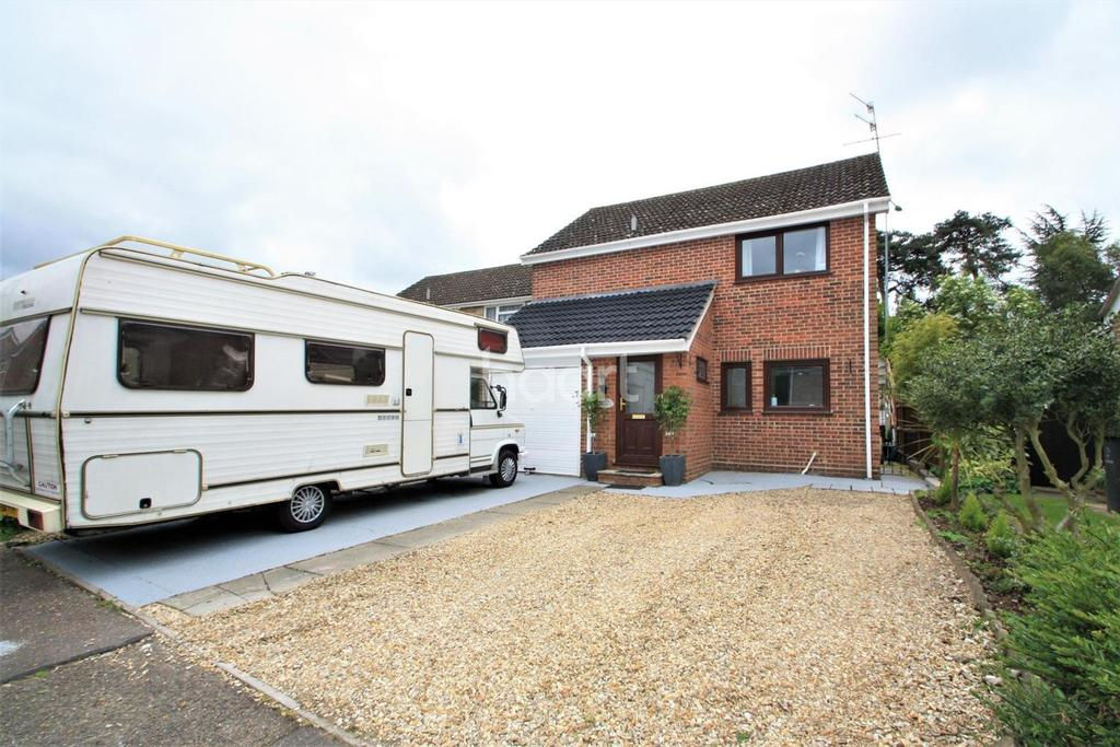 3 Bedrooms Detached House for sale in Canons Close, Thetford