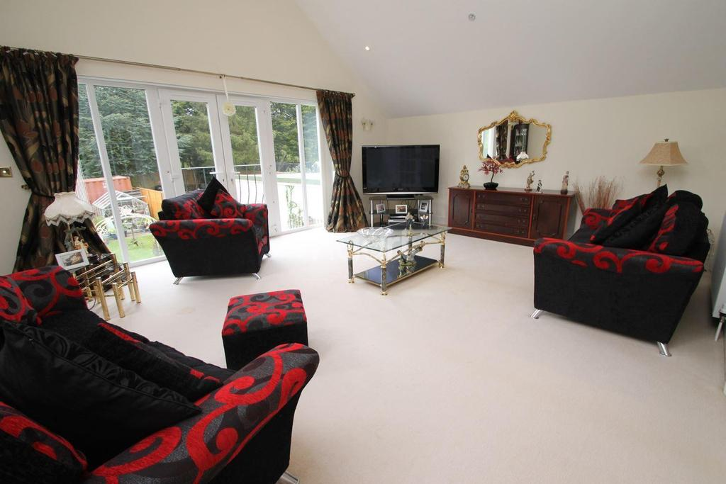 4 Bedrooms Detached House for sale in Sicklesmere Road, Bury St Edmunds