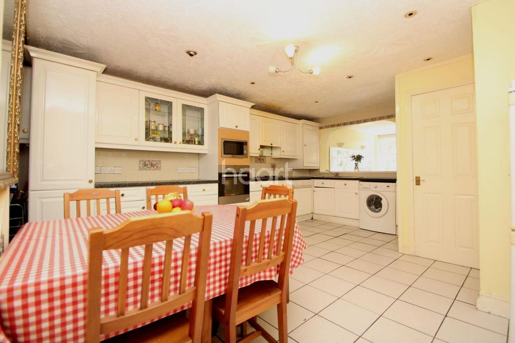 5 Bedrooms Terraced House for sale in Pond Road, London, E15