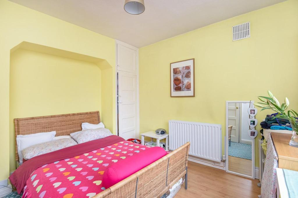 2 Bedrooms Maisonette Flat for sale in Rosslyn Close, West Wickham