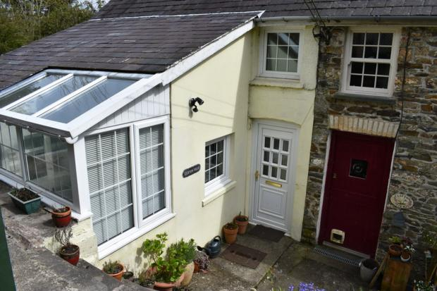 1 Bedroom Semi Detached House for sale in Clifton Terrace, Llandysul, Ceredigion