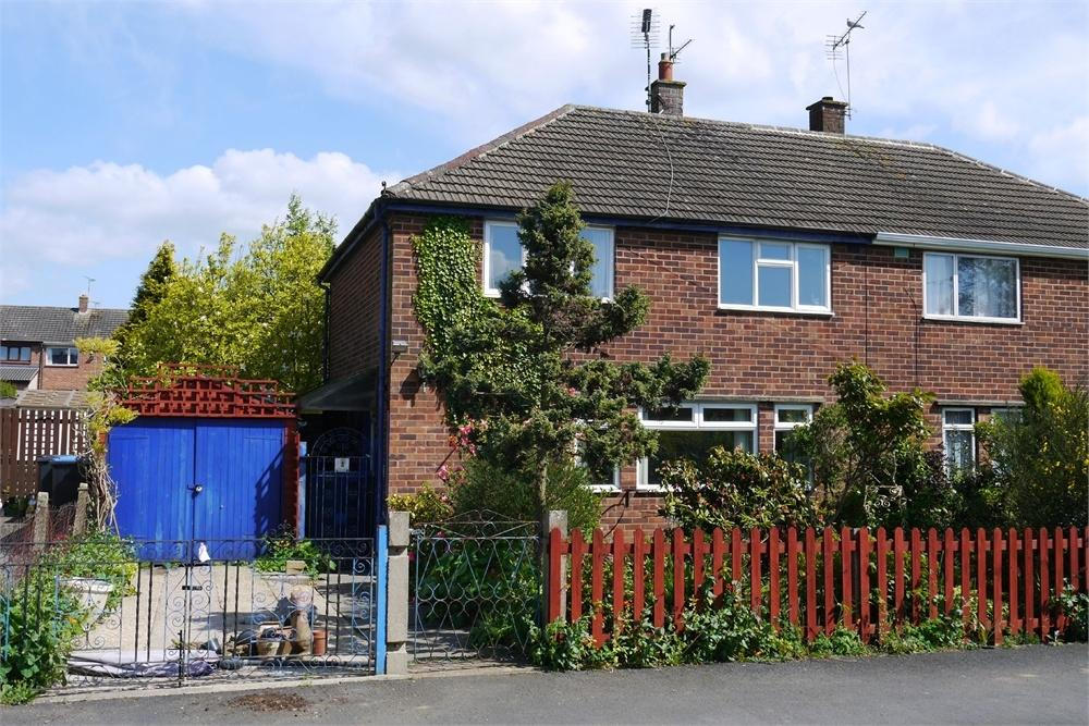 3 Bedrooms Semi Detached House for sale in Dunley Way, Lutterworth, Leicestershire