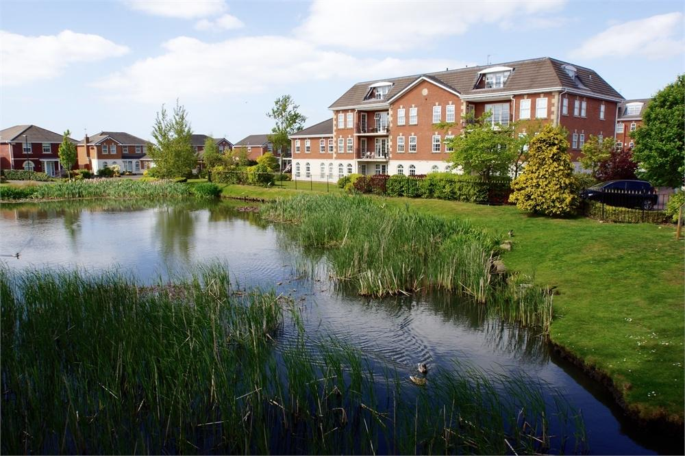 2 Bedrooms Flat for sale in The Lodge, Dunlin Drive, Cypress Point, Lancashire