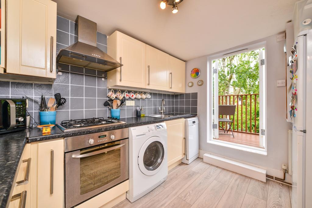 3 Bedrooms Flat for sale in Glengarry Road East Dulwich SE22