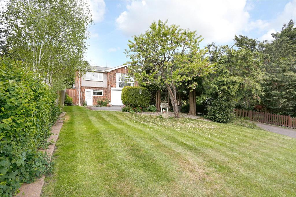 3 Bedrooms Detached Bungalow for sale in High Road, Loughton, Essex, IG10