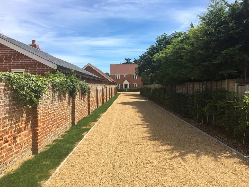 4 Bedrooms Detached House for sale in Magnolia Cottage, Nursery Lane, Woolverstone, Ipswich, IP9