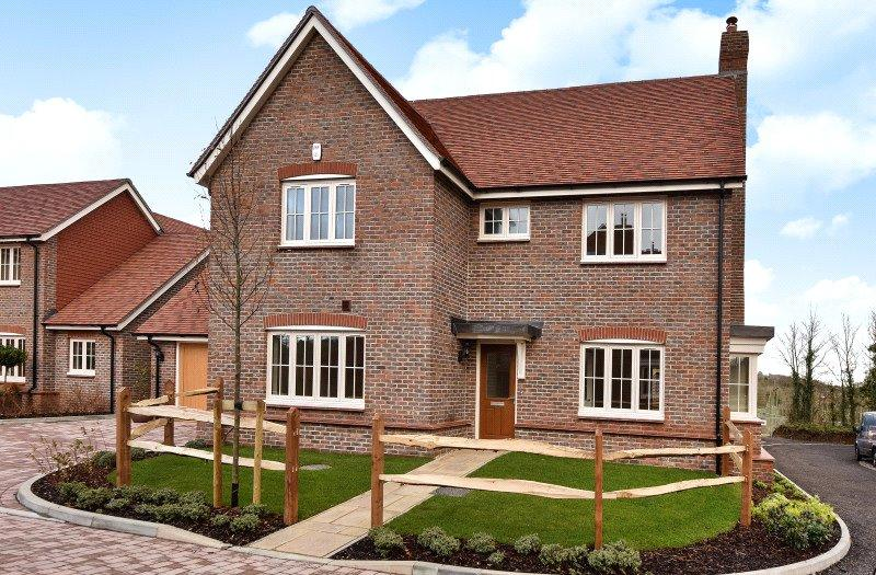 5 Bedrooms Detached House for sale in Hops End, Dark Lane, Puttenham, Surrey, GU3
