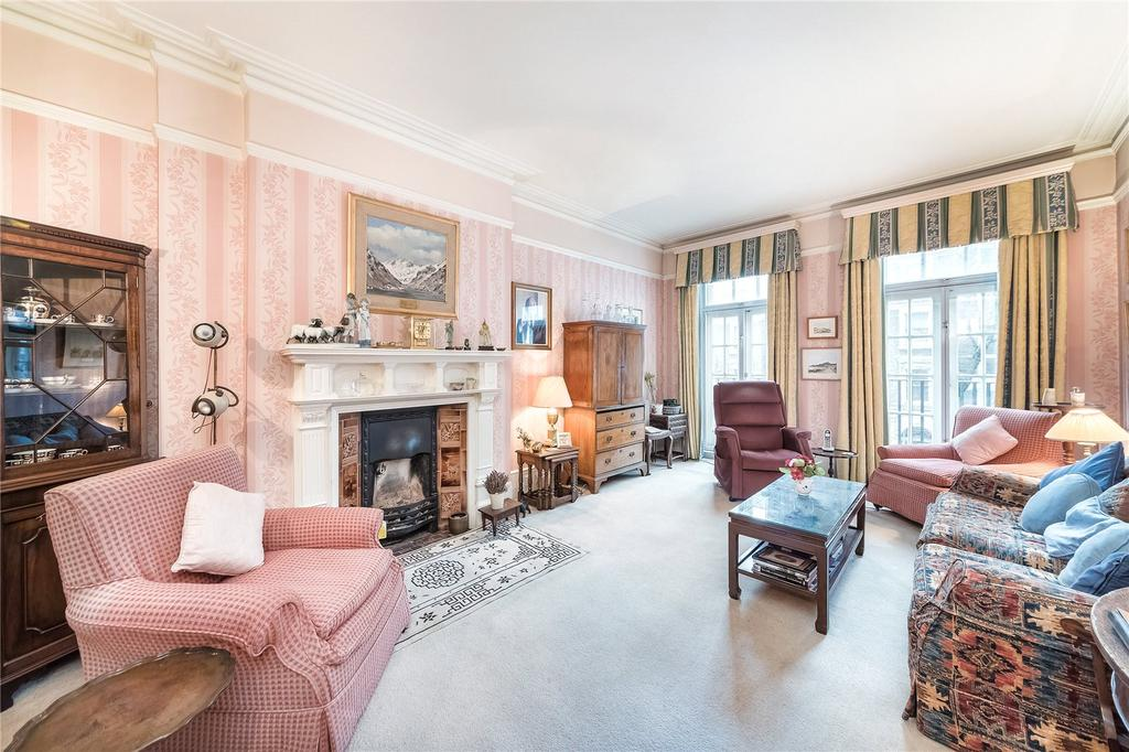 2 Bedrooms Flat for sale in Coleherne Court, Redcliffe Gardens, London, SW5