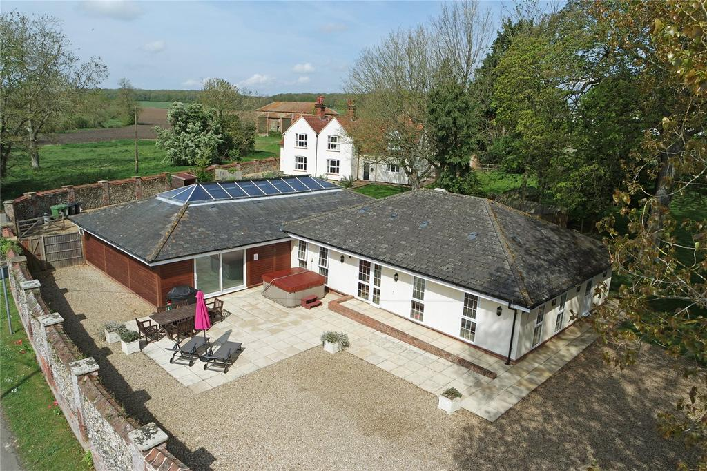 3 Bedrooms Detached Bungalow for sale in West Raynham Road, South Raynham, Fakenham, Norfolk, NR21